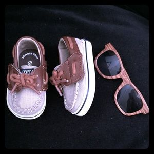 🌴Sperry baby boy boat shoes size 1 & Sunglasses🕶